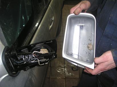 К сожалению ни датчик удара , ни микроволновый датчик движения не защищают зеркала от демонтажа.  Всё это.